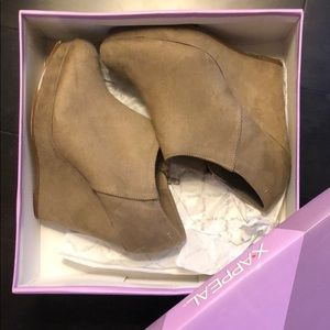 Size 7 faux suede tan/gray booties